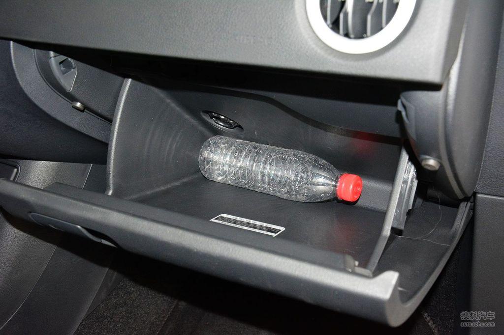 询底价看配置 2016款大众途观300tsi自动两驱舒适版 - 手套箱空间