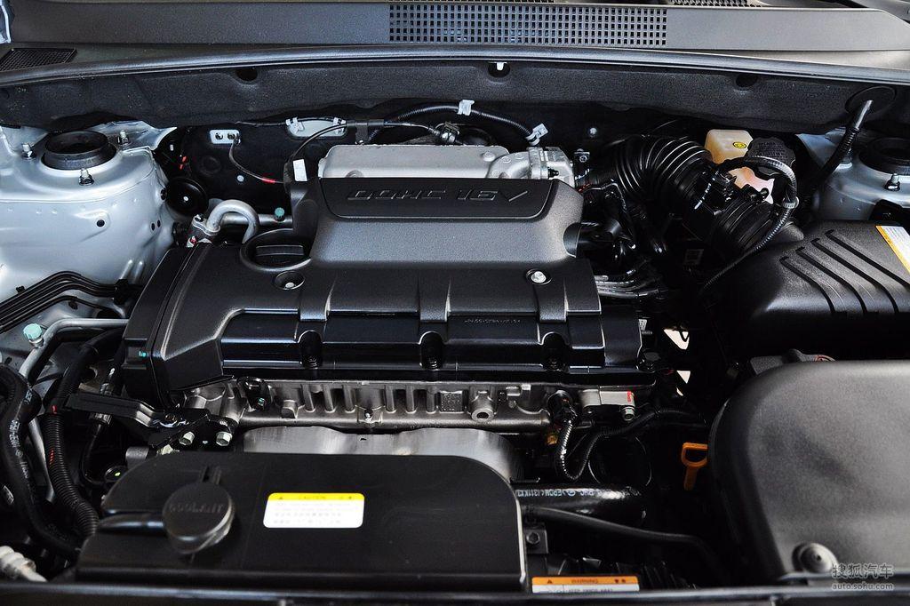 2008款北京现代途胜 2.0gl自动两驱舒适型   发动机特写
