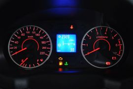 2012款奇瑞旗云2 1.5L MT舒适型