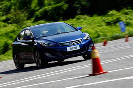 2012款北京现代朗动1.8L顶配试驾实拍