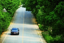 2012款荣威950 2.4L 豪华行政版试驾实拍
