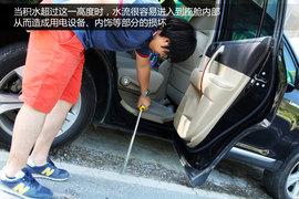 2012款丰田汉兰达对比道奇酷威