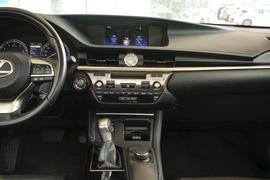 2015款雷克萨斯ES200 舒适版