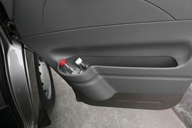 2017款 上汽大通V80 2.5T5挡手动傲运通国V短轴超低顶6座