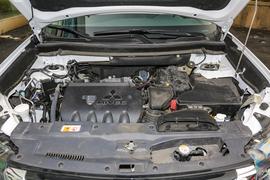 2018款三菱欧蓝德 2.4L 四驱豪华版 7座