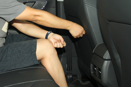 后排腿部空间