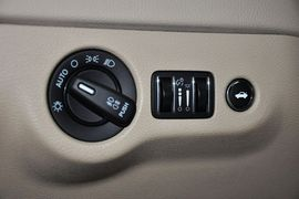 2013款克莱斯勒300C 3.6L尊适版