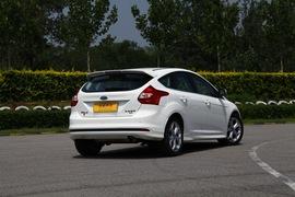 2012款福特福克斯两厢2.0L自动试驾实拍