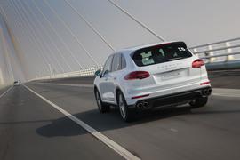 排量降低动力升高 试驾保时捷新一代卡宴