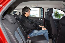 2012款福特福克斯两厢1.6L手自一体风尚型