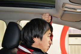 2013款起亚新佳乐2.0L 7座自动舒适版 京V