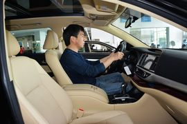 2015款丰田汉兰达2.0T 7座四驱豪华导航版