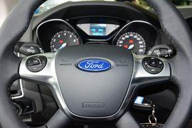 2012款福特福克斯三厢1.6L手动风尚型