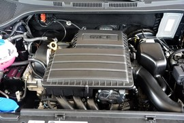 2015款大众桑塔纳尚纳1.6L自动豪华版