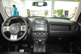 2015款Jeep自由客2.0L运动版