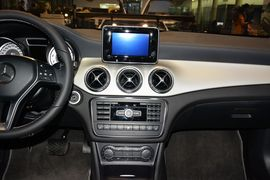 2015款奔驰GLA220 4MATIC时尚型