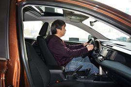 2015款丰田RAV4 2.0L CVT四驱新锐版到店实拍