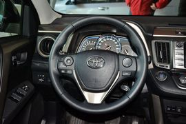 2015款丰田RAV4 2.0L CVT四驱新锐版