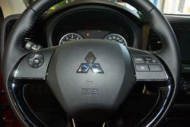 2016款三菱欧蓝德2.0L两驱加值版 5座