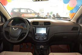 2014款五菱宏光S 1.5L手动标准型