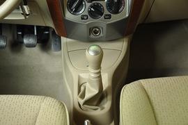 2010款东风日产骊威劲逸版1.8XE手动标准型