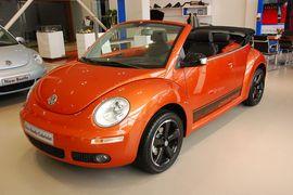 大众New Beetle 橘红 敞篷