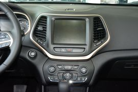 2016款Jeep自由光2.4L专业版+智能包