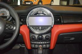 2016款MINI COOPER S 2.0T先锋派 五门版