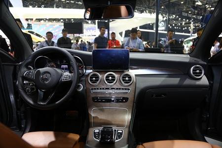 奔驰GLC轿跑SUV最高优惠2.4万元有置换轮毂福特翼搏带补贴舒适型是铁手动吗图片