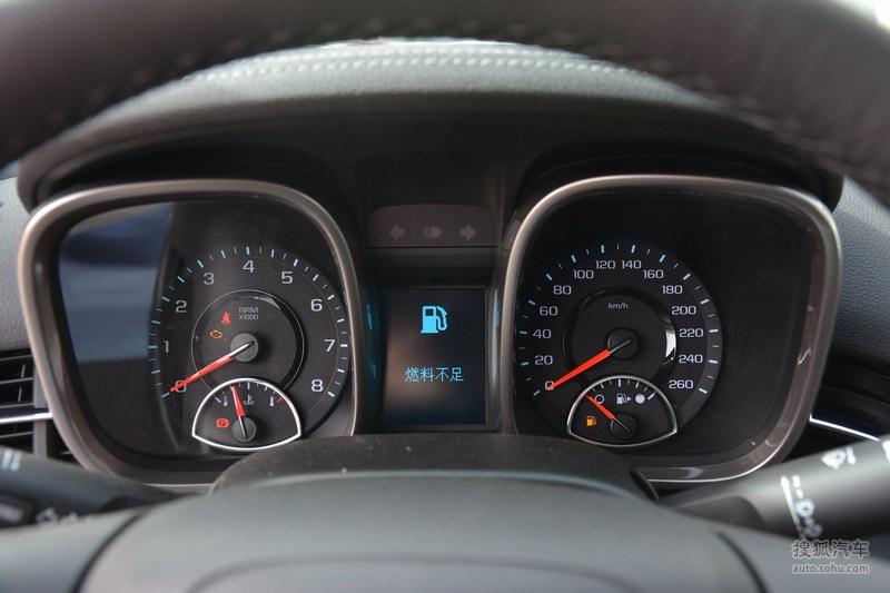 2014款迈锐宝售价区间为16.99-23.69万元,新增1.6T MT舒适版全新车型,并新添奥斯卡金车身色供用户选择。2014款迈锐宝进行了多项配置升级,新增了双屏互动导航系统、带自动水平调节和大灯清洗功能的氙气大灯、倒车影像等高科技配置。其中,双屏互动导航系统,可借助手机屏幕轻松设置导航,解决了传统导航输入不便的问题。迈锐宝双屏互动导航系统还能每三分钟更新一次实时路况,让车主及时规划合理出行路线。2014款迈锐宝在2.