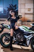 冷酷黑天使 演绎摩托车上的激情