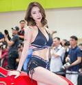 韩国车模婀娜多姿 身材没得挑