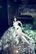 型车魅影私会浴场 激情夏日享受清凉