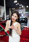妖艳车模浓妆艳抹红唇高跟儿激情四射