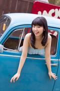 清纯车模甜美微笑化人心 糖果比基尼俏皮可爱