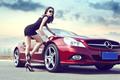美艳车模偏爱黑色衣裙 上演冷酷的诱惑