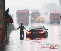 暴雨让开平汪洋一片 各部门合力疏堵积水