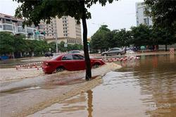 广西降雨天气依然持续 行车当心积水路