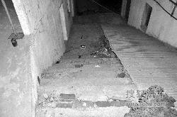男子酒驾被查反抗 与交警滚下台阶致其亡