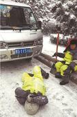 又现事故!4名环卫工人被失控小货车撞伤