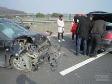G1501高速两个女司机相撞的车祸现场惨烈