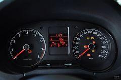 大众Polo两厢1.6L 手动 致尚版仪表板图片