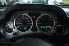 Jeep吉普牧马人四门版3.8L 撒哈拉仪表板图片