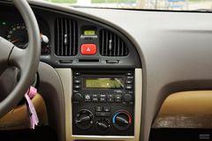 现代伊兰特三厢1.6L 手动 舒适天窗型中控台图片
