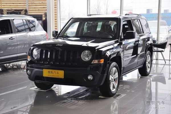 jeep吉普自由客的车身颜色:醇黑标准漆