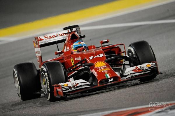 法拉利F14T赛车由法拉利传奇设计师罗伊·拜恩操刀设计。能否使法拉利重归顶峰?这是每一个法拉利车迷留给拜恩的问题。