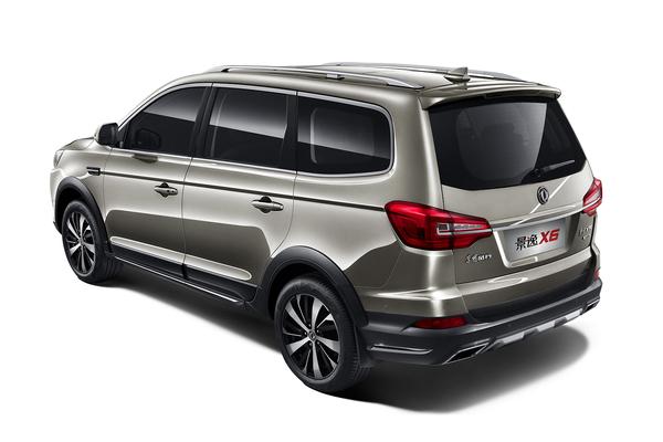 景逸X5 1.5T   景逸X5 1.5T车型外观和内饰与在售车型基本一致,配置方面配备有悬浮式多媒体显示屏、无钥匙进入、一键启动、定速巡航、前排座椅加热、电子手刹、自动启停等功能。此外,新车还将标配车身稳定控制系统。动力方面,现款景逸X5搭载1.6L/2.0L两款发动机,其最大输出功率分别为122马力和147马力,1.