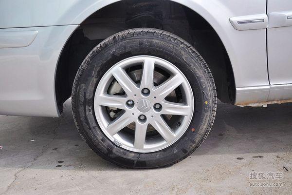 车辆面临失控危险时及时做出调整,降低因不当操作带来的风险高清图片