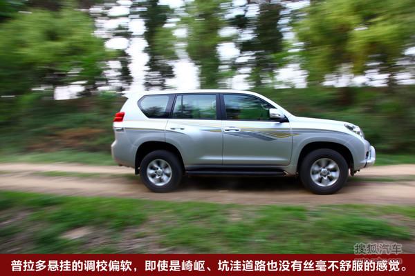 丰田 普拉多:2.7L 中东版 安全  除了实用的配置,普拉多的车上也配置了颇为丰富的电子系统,如车身稳定控制VSC、制动辅助系统的ABS/EBD/BA、牵引力控制TRC等,通过这些配置提高车辆的主动安全性。 普拉多同样采用了丰田的GOA安全车身设计,从车身强度和结构上保障车辆在发生碰撞时的安全性,加上包括前排双气囊/侧气囊/侧气帘/膝部气囊在内的车内7个安全气囊,则在很大程度上提高了普拉多的被动安全性。全面的主动和被动安全性,也在无形中增加了驾乘者对行驶安全的信心,而这一点也是国内自主车型应该大力学习的