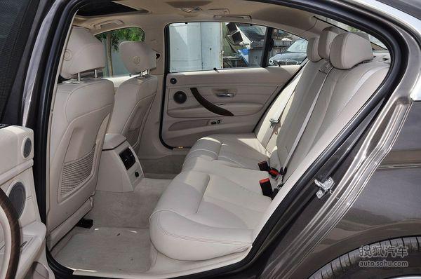 宝马3系的后排座椅: 前排位置舒适